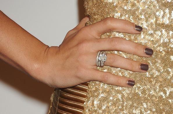 кольцо на большом пальце лесби
